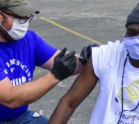 В США от COVID-19 вакцинируют бездомных граждан
