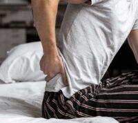 На сильную боль в спине исследователи советуют обращать больше внимания