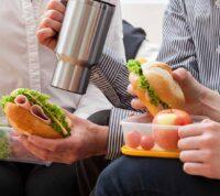 Обед в компании коллег определяет выбор блюд