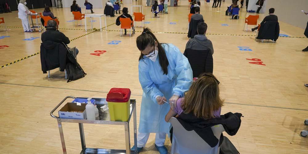Добровольно-принудительная вакцинация от коронавируса практикуется в некоторых странах