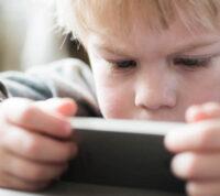 Исследование показывает, что приложение для смартфона может определять симптомы аутизма даже у малышей