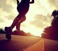 Почти половина любителей бега получает травмы