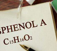 Обычные бытовые предметы могут быть опасны для мозга из-за бисфенолов