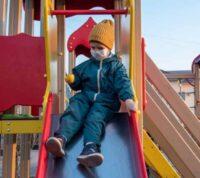 Как уберечься от COVID-19 на детских площадках