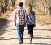 Скорость ходьбы в паре ниже, чем при прогулке в одиночестве