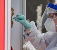 На Майорке мужчина специально заразил коронавирусом больше 20 человек