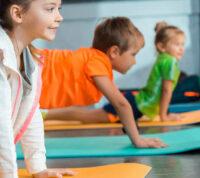 Йога положительно влияет на поведение детей с СДВГ