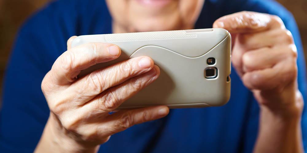 Локдаун побудил пожилых людей освоить технологии и больше общаться с соседями