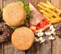 В борьбе с детским ожирением Великобритания запрещает рекламу вредных продуктов