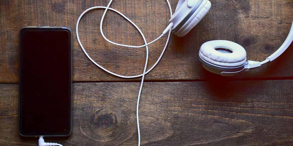 Ученые не рекомендует слушать музыку за несколько часов до сна