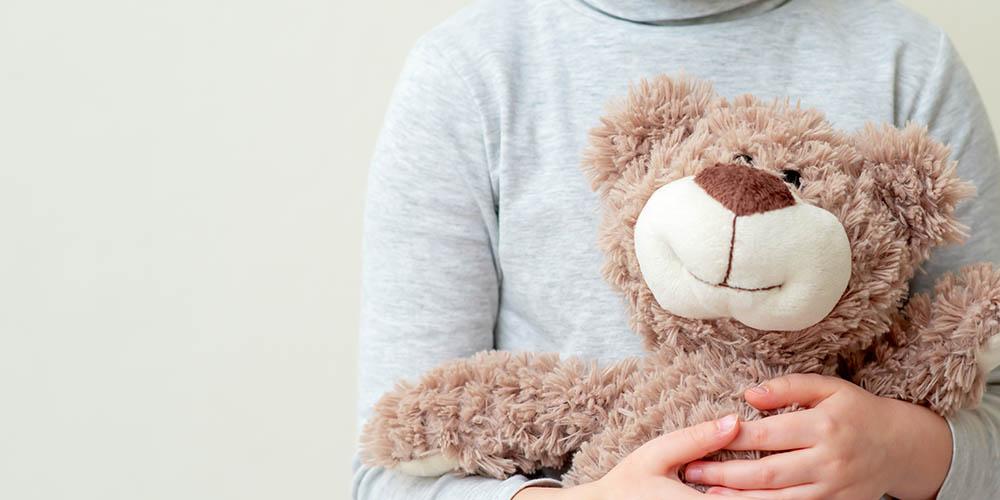 Чтобы понять безопасность вакцинации детей от COVID-19, ученые проводят испытанияя