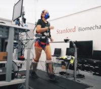 Новый экзоскелет сокращает объем усилий, прилагаемых при ходьбе