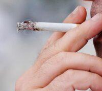 Вред от курения может передаваться детям и даже внукам
