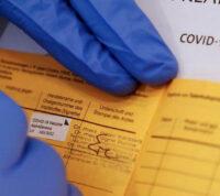 Германия борется с продажей поддельных сертификатов вакцинации от COVID-19