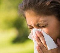 Чихание - симптом COVID-19, но только у вакцинированных людей