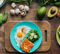 Важно не только то, что ест человек, но и когда он принимает определенную пищу