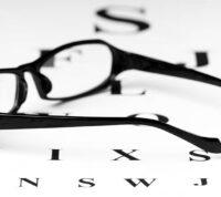 В глобальном масштабе прогнозируется, что к 2050 году половина жителей планеты будут носить очки