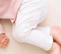 Родителям рекомендуют проверять дыхание спящего ребенка