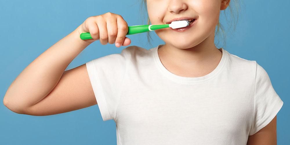 Японские ученые пришли к выводу, что родители играют важную роль в формировании у детей здоровых стоматологических привычек. В частности от психического здоровья матери зависит привычка ребенка чистить зубы