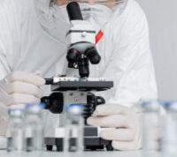 Почему вакцинированные люди могут болеть ковидом