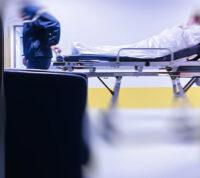Как травмируют пациентов во время внутрибольничных перемещений
