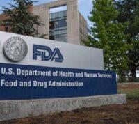 FDA одобрило первую вакцину против COVID-19