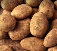В одном картофеле намного больше калия, чем в банане
