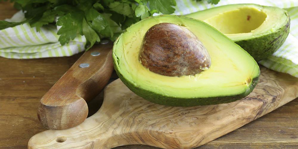 Авокадо помогает бороться с внутренним жиром