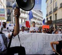 Во Франции от работы отстранили 3 тысячи невакцинированных медиков