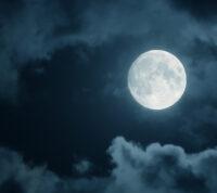 Лунный цикл влияет на сон мужчин