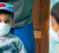 Исследователи объяснили, почему дети лучше защищены от COVID, чем взрослые