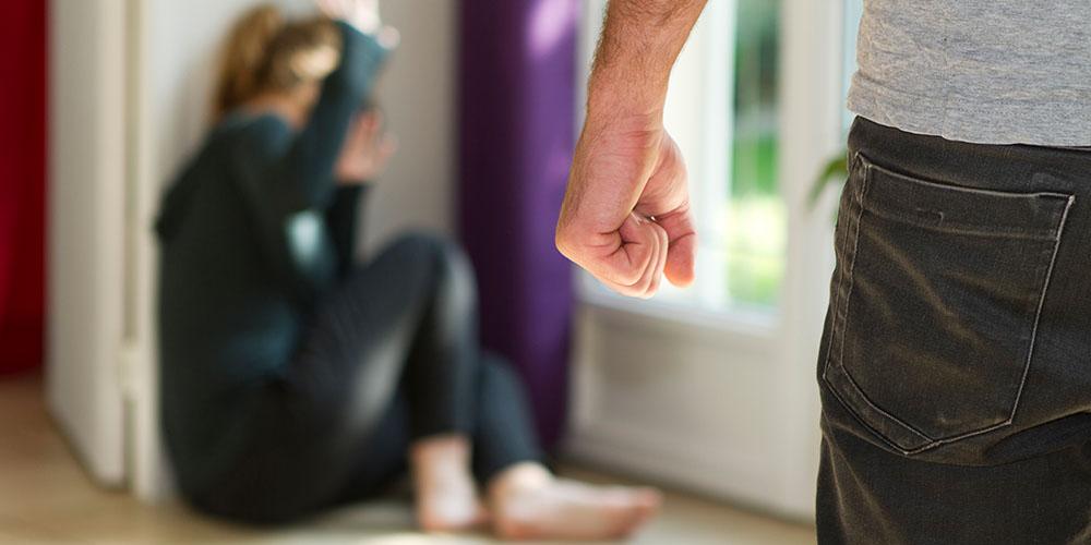 Насилие провоцирует инсульт и деменцию у женщин