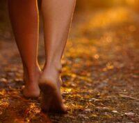 Окружающая среда влияет на динамику походки человека