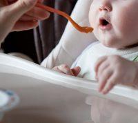 С детским недоеданием будут бороться с помощью порционных пищевых добавок